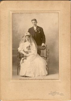 Wedding Wednesday - Sioux City, Iowa Couple 1905 - 1910  http://forgottenfacesandlongagoplaces.blogspot.com/2012/05/wedding-wednesday-sioux-city-iowa.html#