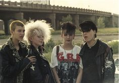 punk, post-punk, new-wave fashion. 80s Punk, 80s Goth, Arte Grunge, Punk Mode, Punk Rock Girls, Punk Outfits, Batman Outfits, Hipster Outfits, Riot Grrrl