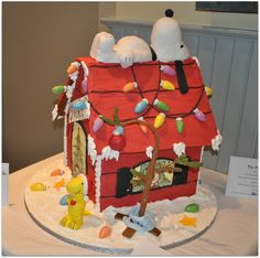 Veronica's Sweetcakes - Snoopy & Woodstock Gingerbread house