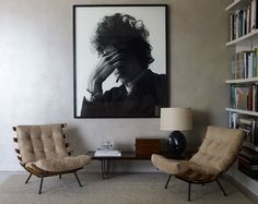Bob Dylan by Jerry Schatzberg in the living area of Andrew Rosen and Jenny Dyer's Manhattan apartment, which Dyer designed. - loving the chairs!