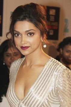 Deepika padukone dam Sexy looks and cleavage photography – Hot and Sexy Actress Pictures Bollywood Actress Hot Photos, Indian Bollywood Actress, Bollywood Fashion, Indian Actresses, Indian Celebrities, Bollywood Celebrities, Deepika Padukone Hair, Dipika Padukone, Provocateur