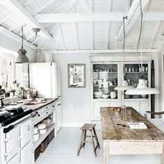 Check Out 30 Cool Rustic Scandinavian Kitchen Designs. Rustic style is very relaxing and reminds of countryside that's why more and more designers and house owners want to create it. Beach House Kitchens, Home Kitchens, Devol Kitchens, Kitchen Interior, Kitchen Decor, Kitchen Modern, Kitchen White, Kitchen Rustic, Kitchen Ideas