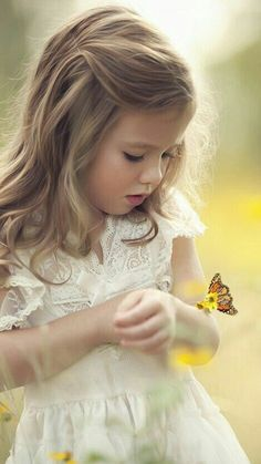 Children's outdoor photography, pretty little girl in the field of flowers with a butterfly landing on her arm Precious Children, Beautiful Children, Beautiful Babies, Cute Kids, Cute Babies, Kind Photo, Jolie Photo, Kind Mode, Little Princess