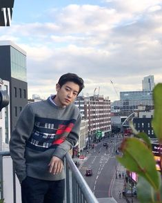 Chanyeol killing us with his looks for the millionth time. I have my two favs in one pic; Chanyeol and Tommy Hilfiger collection ♥️♥️ Baekhyun Chanyeol, Kpop Exo, Exo Chanyeol, Kris Wu, Luhan And Kris, K Pop, Rapper, Kdrama, Xiuchen