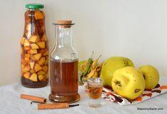 Lichior de gutui rețeta de gutuiată de casă - naturală, fină și aromată | Savori Urbane Ketchup, Hot Sauce Bottles, Urban, Mai, Food, Alcohol, Essen, Yemek, Eten