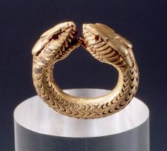 Gold ring from Pompeii