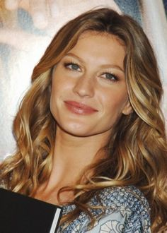 Gisele Bundchen poster, mousepad, t-shirt, Hot Beauty Hair, Beauty Makeup, Hair Makeup, Gisele Bundchen, Models With Big Noses, Summer Hairstyles, Cool Hairstyles, Beautiful Hairstyles, Dark Hair