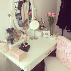#vanity #mirror #desk #pink #white #bedroom #home #decor #ideas