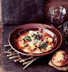 Talvinen lehtikaaliminestrone | Soppa365 Acai Bowl, Recipies, Food And Drink, Breakfast, Ethnic Recipes, Soups, Acai Berry Bowl, Recipes, Morning Coffee