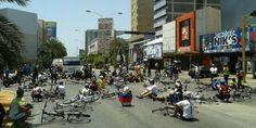 Ciclistas apoyando gran trancazo en #Margarita 04-03 #SOSVenezueIa