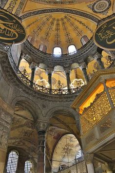 The Church of the Holy Wisdom - Hagia Sophia - Constantinople, Byzantine Empire - up until it was the largest cathedral in the world Islamic Architecture, Amazing Architecture, Art And Architecture, Hagia Sophia Istanbul, Sainte Sophie, Byzantine Art, Place Of Worship, Istanbul Turkey, Kirchen