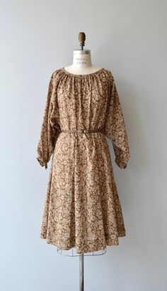 Vintage 1970s cotton blend dress with brown background and tan floral print, slightly gathered neckline, long bishop cuff sleeves, full skirt, elastic waist and brown leather belt. --- M E A S U R E M E N T S ---  fits like: medium/large bust: best fit up to 44 waist: 28-34 hip: 45 length: 42 brand/maker: n/a condition: excellent  to ensure a good fit, please read the sizing guide: http://www.etsy.com/shop/DearGolden/policy  ✩ more vintage dresses ✩ htt...