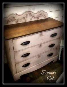 Chalk Painting made easy. This Antique Oak 3-Drawer Dresser is done in Fluff mixed with a little Mason Dixon Gray....Finished with DB Clear Wax & Dixie Dirt....Love how the Dixie Dirt highlights all the carving.. Dixie Belle Chalk mineral paint. #chalkpaint #paintedfurniture
