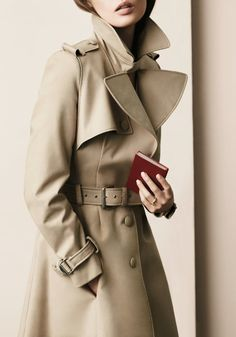 ❀ Every woman must own a trench coat, doesn't have to be a Burberry one. Estilo Fashion, Moda Fashion, Womens Fashion, Moda Outfits, Bouchra Jarrar, Bcbg, Mode Chic, Look Cool, Timeless Fashion