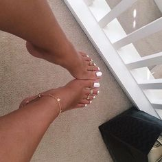 35 Trendy ideas for white pedicure toenails glitter pretty toes Pretty Toe Nails, Cute Toe Nails, Dope Nails, Pretty Toes, Glitter Toe Nails, Gel Toe Nails, Pink Toe Nails, White Pedicure, Manicure E Pedicure