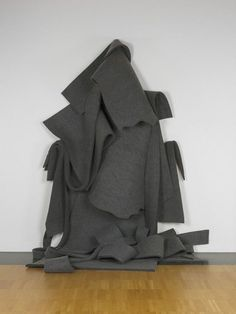 From Yale University Art Gallery, Robert Morris, Untitled (Version 1 in 19 Parts) (1968/2002), Felt, 261.621 × 215.9 × 111.76 cm
