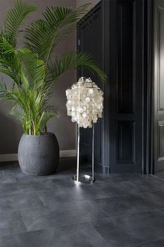 this modern floor in tile look gives your rooms a stylish loo - The world's most private search engine Foyer Flooring, Stone Flooring, Kitchen Flooring, Patio Tiles, Outdoor Tiles, Waiting Room Design, Grey Kitchen Floor, Black Floor, Room Tiles