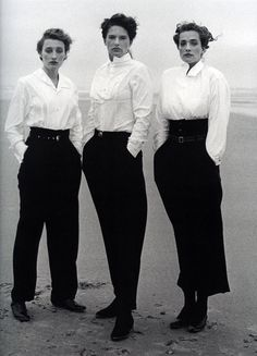 Marie-Sophie Wilson, Lynne Koester and Tatjana Patitz in Comme des Garçons Ensembles, photographed by Peter Lindbergh, 1987 tag: Rei Kawakubo Rei Kawakubo, Peter Lindbergh, White Button Down Shirt, White Shirts, White Blazers, Black Button, Look Vintage, Vintage Mode, Estilo Dandy