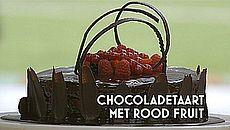 chocoladetaart met rood fruit