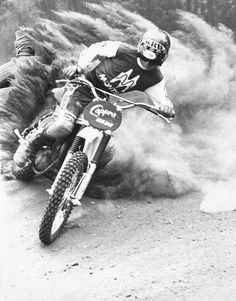Vintage Motorcycles Classic The vintage SLIDE. performed on a Montesa Capra, circa 1976 - Motos Vintage, Vintage Bikes, Vintage Motorcycles, Dirt Motorcycles, Motocross Bikes, Vintage Motocross, Vintage Racing, Valentino Rossi, Sidecar