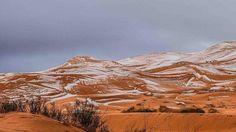 Een amateur fotograaf heeft zeldzame en prachtige beelden van de eerste sneeuwval in de Sahara woestijn gemaakt. Het is de eerste sneeuwval in meer dan 40 jaar. Karim Bouchetata fotografeer