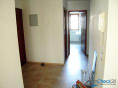 Geräumiger Flur mit Zugang zu allen Räumlichkeiten der Wohnung.