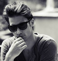 Street Style Fashion Ray Ban Sunglasses For Men. Look At You, How To Look Better, Hair Styles 2016, Long Hair Styles, Classic Mens Hairstyles, Men's Hairstyles, Modern Pompadour, Pompadour Hairstyle, Raining Men
