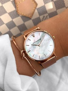 Mavis Hare Rose Gold WristWatches Pink Seashell Pearl Women Watches with Roman number Bangle & Crystal Cuff Bangles beach girls - Uhren - Stunde Cute Watches, Stylish Watches, Watches For Men, Woman Watches, Cheap Watches, Nixon Watches, Gold Watches Women, Ladies Watches, Wrist Watches