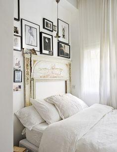 Puro French Country em plena cidade. Madeira e branco, lustre de cristal e capa no sofá deram ares românticos a esse apartamento. E vamos c...