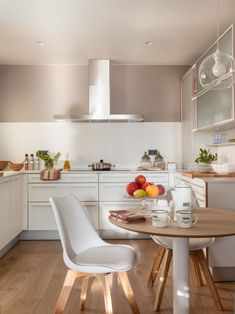 〚 Warm and cozy apartment with terrace in Barcelona 〛 ◾ Photos ◾Ideas◾ Design Design Your Kitchen, Interior Design Kitchen, Gray And White Kitchen, Kitchen Designs Photos, Kitchen Post, Appartement Design, Duplex, Cozy Apartment, Grey Kitchens