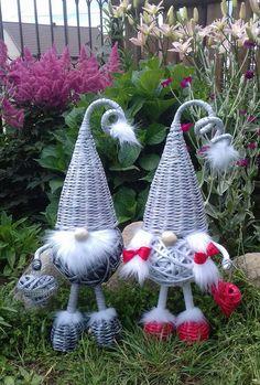 Holiday Fun, Christmas Crafts, Christmas Ornaments, Holiday Decor, Basket Weaving Patterns, Hanging Bat, Bat Craft, Paper Weaving, Diy Cardboard