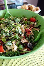 Bardzo podobną sałatkę miałam okazję skosztować w restauracji Dune w Mielnie. Zachwyciła mnie swoim smakiem i postanowiłam spróbować odtwor... Sprouts, Feta, Cabbage, Food And Drink, Tasty, Vegetables, Cooking, Cucina, Veggies