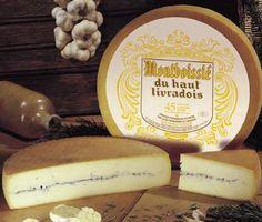 MORBIER / MONTEBOISSIE Morbier es un queso de leche semi-blandos de vaca de Francia lleva el nombre de la pequeña aldea de Morbier en Franco Condado. Es de color marfil y es inmediatamente reconocible por la capa de negro de ceniza comestible que lo separa horizontalmente en el centro. Tiene un aroma fuerte, pero un sabor suave y deja un maravilloso sabor a nuez. Morbier es excelente servido con Gewürztraminer o Pinor Noir!
