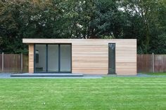 Clean lines on this garden studio Backyard Office, Backyard Studio, Backyard Sheds, Garden Studio, Garden Office, Garden Lodge, Garden Cabins, Modern Shed, London Garden
