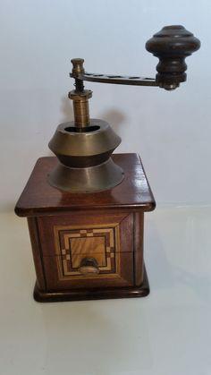 Seltene, antike Kaffeemühle mit Intarsien