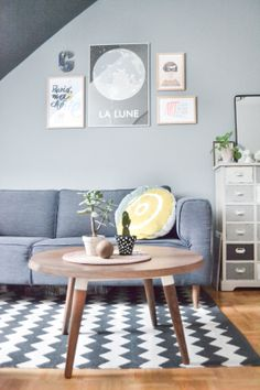 Who said monotone has to be boring? Check out how gorgeous this space is with the different levels of greys and layers of textures and patterns! Also perfect contrast with the timber floors and coffee table.