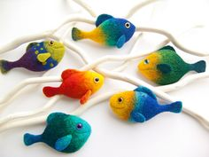 Cute handmade fish brooch, vivid colors. Made from 100% wool. A great gift. Length: 3 inches Color: Blue, Green, Turquoise Quantity: one fish, not