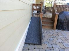 nice padded ramp to get down from the deck, I like the side curb as well