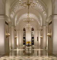 Looking for 5 star hotel in India? The Leela Group is an award winning chain of premium 5 star luxury business and leisure hotels with multiple properties across India. Design Entrée, Lobby Design, Modern Design, House Design, Luxury Home Decor, Luxury Interior, Interior Architecture, Luxury Homes, Delhi Hotel