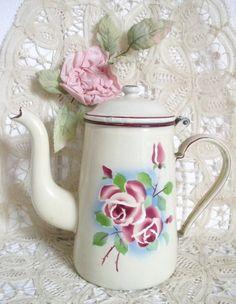 Ancienne cafetière émaillé décor de rose 1930