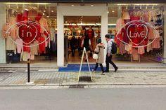 American Apparel – Valentines windows, Tokyo – www.retailstorewindows.com « International Visual
