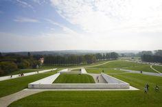 Il museo che non si vede Un altro esempio di come il tetto verde rende tutto più armonioso, la struttura praticamente invisibile e che rende rispetto alla natura e alla sostenibilità. http://www.impresabruschetta.it/tetti-verdi/