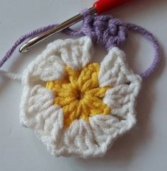 Örgü Bebek Battaniye - Mimuu.com Easy Crochet Stitches, Crochet Square Patterns, Baby Afghan Crochet, Crochet Blocks, Crochet Borders, Crochet Squares, Crochet Blanket Patterns, Crochet Granny, Crochet Doilies