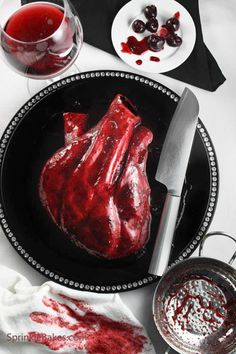 Anatomical Heart Cake - Hopefully if u made this and brought it into work....someone wouldn't bite off the aorta as a funny joke.
