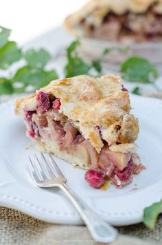 Tart cranberries and Granny Smith apples combine in this delicious fall pie with a pastry cream filling. #pie #cranberries #apple #applerecipes #fallrecipe
