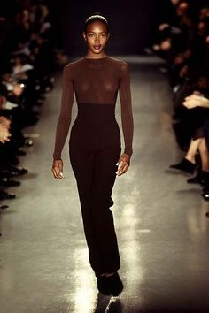 naomi campbell - Donna Karan Fall Winter 1996 1997 New York Fashion 90s, Fashion Week, Look Fashion, Runway Fashion, Fashion Models, High Fashion, Fashion Show, Vintage Fashion, Fashion Outfits