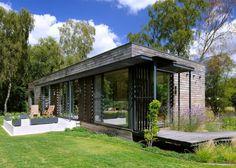 Diseñada por Studio PAD, presentamos una casa moderna con mucha luz y una fuerte…