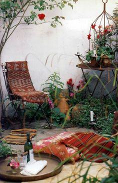 Bohemian courtyard {enmiespaciovital blog}