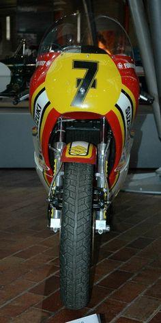 Suzuki RG500 Sheene Motorcycle Racers, Suzuki Motorcycle, Racing Motorcycles, Grand Prix, Suzuki Bikes, Super Bikes, Champions, Road Racing, Motogp