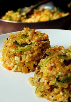 Sabudana Khichdi Sabudana Khichdi is a light and flavorful recipe that is usually prepared during fasts and festivals, but it also makes a delicious and wholesome breakfast. Sabudana or pearl tapioca is soaked in water for a while and then cooked with spi Veg Recipes, Indian Food Recipes, Asian Recipes, Vegetarian Recipes, Cooking Recipes, Healthy Recipes, Vegetarian Breakfast Recipes Indian, Punjabi Recipes, Vegetarian Cooking